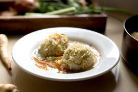 מרק עוף עם כדורי אורז בסמטי