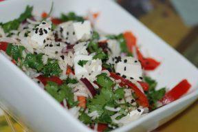 סלט אורז בסמטי סוגת עם גבינה צפתית ועשבי תיבול