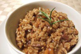 אורז עגול מלא עם פטריות שיטאקי