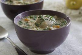 מרק עוף עם אורז ולימון בסגנון יווני