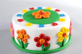 מעוגה פשוטה לעוגה קיצית פורחת