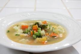 מרק ירקות עשיר עם גריסי פנינה