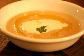 מרק שעועית לבנה עם פטריות שמפיניון ופורטבלו