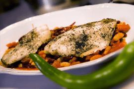 פילה דג עם תבשיל שעועית