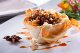 פסטייה מרוקאית במילוי בשר עגל, סוכר קינמון ושקדים