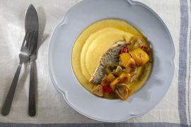 תבשיל דגים פיקנטי עם פולנטה