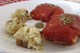 גלילות חזה עוף במילוי מג'דרה ברוטב עגבניות