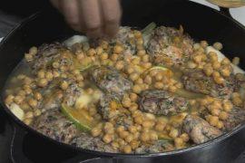 קציצות עוף בתבשיל ארטישוק ירושלמי וחומוס