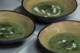 מרק אפונה ותרד עם נענע יבשה