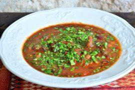 מרק חמישה סוגי שעועית ובשר