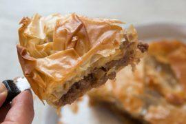 באניצה: מאפה בולגרי של בשר ותפוחי אדמה