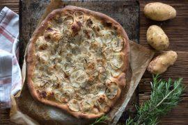 פיצה איטלקית קלאסית עם תפוחי אדמה