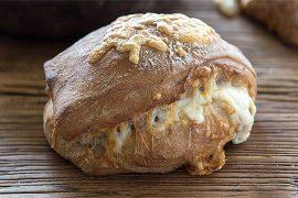 אופים עם ארז קומרובסקי: לחם במילוי גבינות