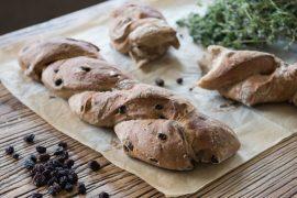 לחם צימוקים ורוזמרין