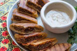 עראייס: פיתה במילוי בשר טחון
