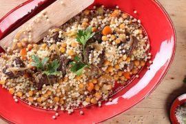 תום פרנץ מבשל: מפתול - תבשיל פתיתים חגיגי עם חומוס ונתחי בשר