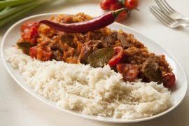 גולאש של בשר, עגבניות וכרוב