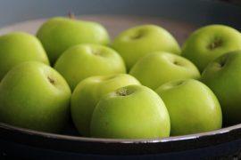 טארט טאטן עם תפוחים מקורמלים בסוכר, דבש ורימונים