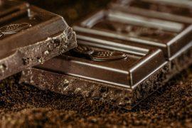 גביעי מרנג אספרסו עם מוס שוקולד לפסח