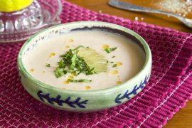 מרק שעועית קר עם חמאת בוטנים
