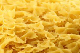 פסטה פרפרים ברוטב סלמון מעושן, גבינת מסקרפונה וקישואים