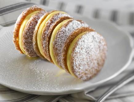 עוגיות קוקוס במילוי קרם לימון