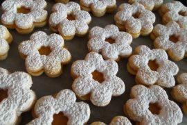 עוגיות חמאה עשירות במילוי ריבת פטל לפסח