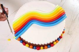 בצק סוכר: איך מעצבים עוגה בהרמוניה צבעונית נפלאה
