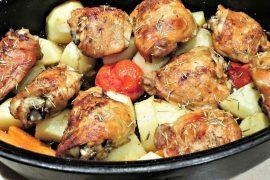 עוף צלוי על ירקות שורש