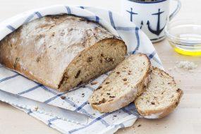 שבועות של אפייה - על הלחם לבדו