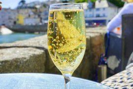 טיפים ורעיונות לשתיית יין לבן ויינות מבעבעים