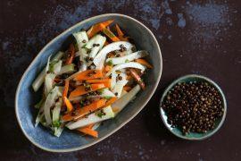 סלט ירקות שורש ועדשים שחורות