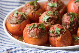 עגבניות ממולאות בבשר מתובל
