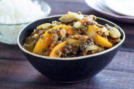 תבשיל הודי של עדשים שחורות