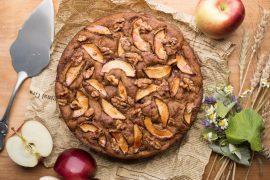 עוגה בחושה עם תפוחים ואגוזים