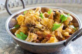 תבשיל הודי של תפוחי אדמה וכרובית