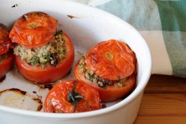 עגבניות אפויות במילוי קינואה