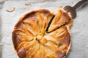 פאי תפוחים עם קרם דבש לראש השנה