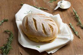 לחם כפרי עם בטטה ורוזמרין