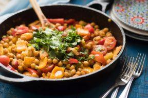 תבשיל גרגירי חומוס ופלפלים