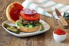 המבורגר צמחוני עם שעועית אדומה