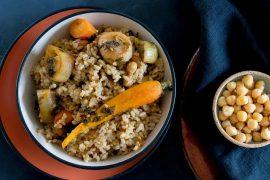 קדרה של אורז מלא, ירקות שורש וחומוס