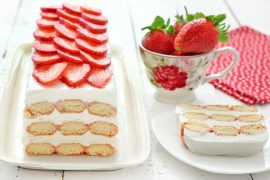 עוגת גבינה ותותים ללא אפייה
