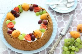 עוגת גבינה אפויה עם פירות העונה