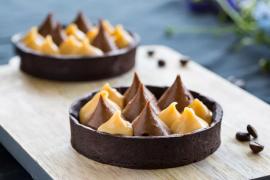 טארט חגיגי של שוקולד וקרמל מלוח