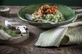 תבשיל מרוקאי של פטריות וחומוס על קוסקוס מתובל