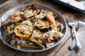 אורז עגול מלא עם ירקות צלויים