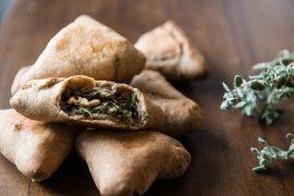 פטאייר: מאפים במילוי מנגולד ועדשים