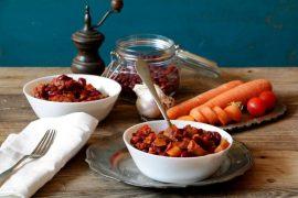 תבשיל של שעועית אדומה וירקות