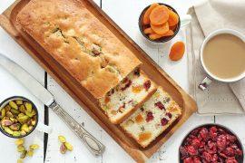 עוגה בחושה עם פירות יבשים ואגוזים